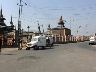 کشمیر میں غیر یقینی صورتحال کا 107 واں دن، صحافی، طلبہ اور تاجر ہنوز متاثر