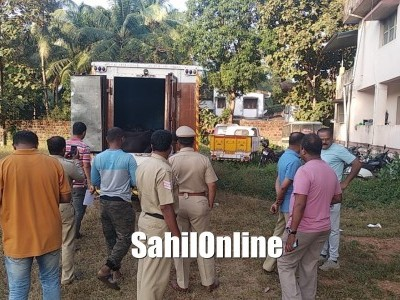 Vehicle seized by police for transporting animals illegally in Bhatkal