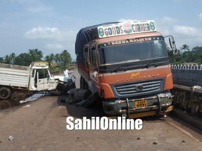 Bolero pickup-Truck accident at Venktapur, Shirali