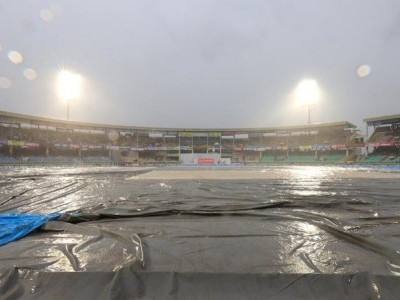Rain stops play during India's opening Test against SA