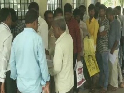 Karnataka: People throng RTO office following amended Motor Vehicles Act