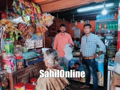 شرالی میں پنچایت افسران کا دکانوں پر چھاپہ :28.45کلوگرام پلاسٹک ضبط