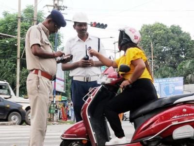 آج سے ریاست کرناٹک میں ٹریفک جرمانوں میں تخفیف، گجرات کے طرز پر شرحیں طے۔ سنگین خلاف ورزیوں پر بھاری جرمانے رہیں گے جاری