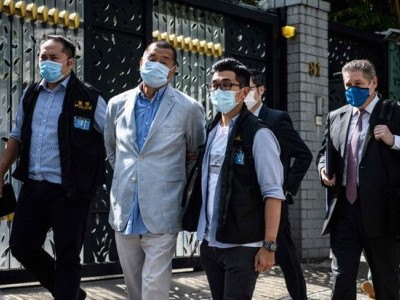 ہانگ کانگ کے جمہوریت نواز میڈیا ٹائیکون جمی لائی گرفتار