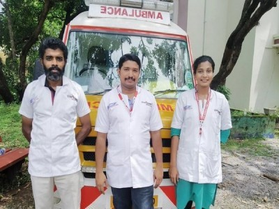 COVID positive woman delivers baby in ambulance with help of medical staff in Kerala