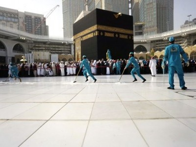طواف افاضہ کے بعد مسجد حرام اور صحن مطاف کی سینیٹائزر سے طہارت