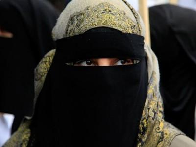 ہالينڈ ميں برقع پر پابندی کا ايک سال، مسلمانوں کو تشدد اور امتيازی رويوں کا سامنا