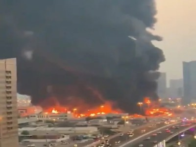 دبئی :  عجمان میں واقع مصروف مارکیٹ میں خوف ناک آتش زدگی