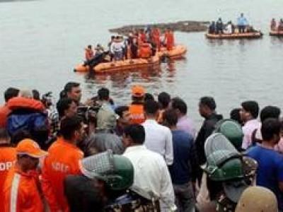 بہار کے مختلف اضلاع میں کشتی پلٹنے سے ڈوبے 12 لوگوں کی لاش برآمد، 26 کی تلاش جاری