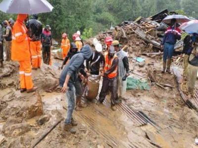 Landslide in Rajamala in Idukki district, several estate workers feared trapped