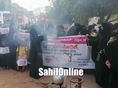 Women India Movement Stage Protest Against Hike In LPG Cylinder Prices