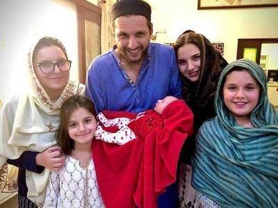 پاکستان کے آل راؤنڈرشاہد آفریدی کے گھر پانچویں بیٹی کی پیدائش