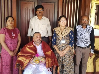 Prominent businessman Younus Qazia felicitated by Bhatkal Govt hospital officials for bearing expenses incurred in painting the hospital