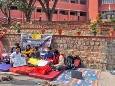 آئی آئی ایم سی انتظامیہ کی تحریری یقین دہانی طلبا کی بھوک ہڑتال ختم