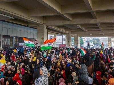 دہلی: خواتین کا جعفرآباد میٹرو اسٹیشن کے نیچے مظاہرہ، سی اے اے مخالف نعرےبازی