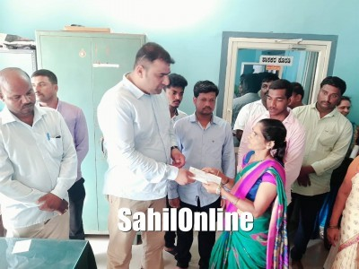 Bhatkal MLA distributes cheques among poor beneficiary patients