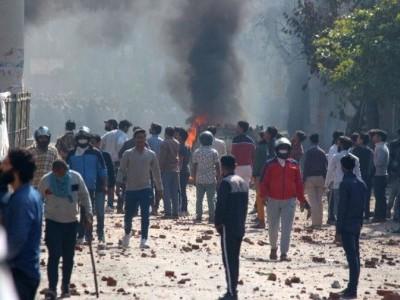 شمال مشرقی دہلی میں زبردست تشدد، ایک ہیڈ کانسٹیبل،فرقان اور شاہین نامی مسلم نوجوان کی موت، گولی چلانے والاملزم گرفتار، دفعہ 144نافذ، میٹر و سرویس بند