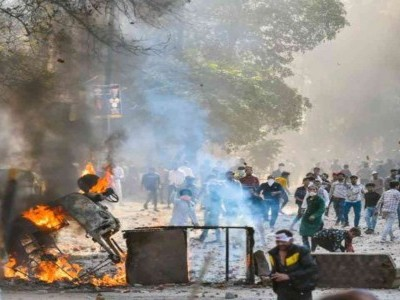 دہلی تشدد: مرنے والوں کی تعدا د 10 ہوئی، موجپور سمیت 4 جگہوں پر کرفیو نافذ، کئی افراد پر ایف آئی آر درج