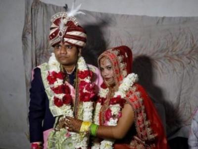 دہلی تشدد: انسانی ڈھال بن کر مسلمانوں نے کروائے ساوتری پرساد کی شادی