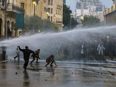 لبنان میں مظاہرے، دو سو کے قریب افراد زخمی
