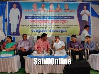 ضلع ڈپٹی کمشنر دیہات چلو 'دیہی مسائل کے حل کی طرف عملی کوشش :کمٹہ منی ودھان سبھا کے افتتاحی تقریب میں وزیر آر اشوک
