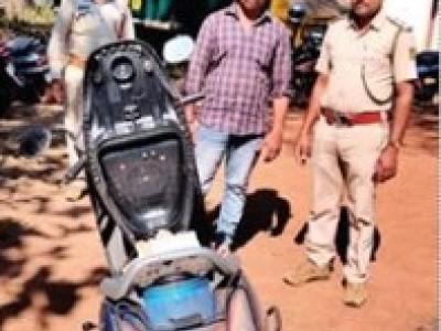 سرسی میں صندل چور گرفتار : بائک اور صندل لکڑی ضبط