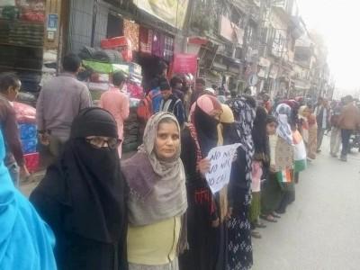 شہریت قانون اور این آر سی ملک کے دلتوں، غریبوں اور پسماندہ طبقہ کے خلاف ہے؛ سیتامڑھی میں انسانی زنجیر کے ذریعے احتجاج