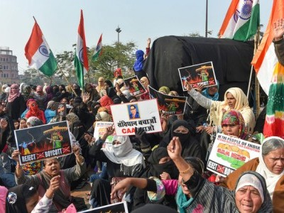 Lucknow: Hundreds come out to protest against CAA on Republic Day