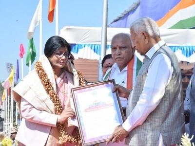 ನಜ್ಮಾ ಪೀರಜಾದೆ ಅವರಿಗೆ ರಾಜ್ಯ ಸರ್ವೋತ್ತಮ ಸೇವಾ ಪ್ರಶಸ್ತಿ ಪ್ರದಾನ