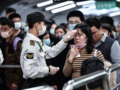 کورونا وائرس کو عالمی وبا قرار دیا گیا،  چین میں ہلاکتوں کی تعداد بڑھ کر 56 ہوگئیں؛ چین سے دوسرے ممالک میں بھی پھیلنے کا خدشہ