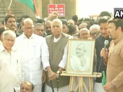 کانپور پہنچی یشونت سنہا کی 'گاندھی شندیس یاترا'، سی اے اے کو بتایا مودی حکومت کی 'نوٹنکی'