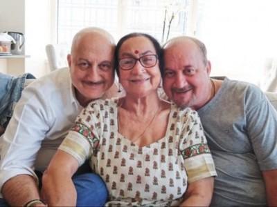 انوپم کھیر کی ماں اور بھائی سمیت کنبہ کے 4 افراد کورونا وائرس سے متاثر