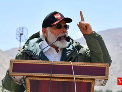 """وزیراعظم کا اچانک دورہئ لداخ -چین کو انتباہ، """"ہندوستانی کسی کے سامنے جھکے ہیں اور نہ جھکیں گے"""""""