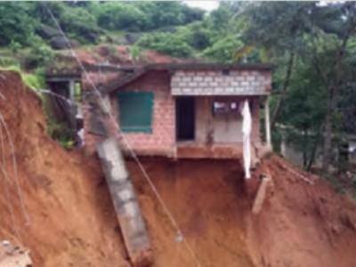 منگلورو:گروپور میں منڈلارہا ہے مزید پہاڑی کھسکنے کا خطرہ۔ قریبی گھروں کو کروایا گیاخالی۔ مکینوں میں مایوسی اور دہشت کا عالم