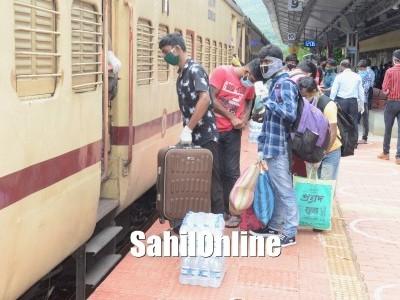 ಕಾರವಾರ: ಶ್ರಮಿಕ ವಿಶೇಷ ರೈಲಿನಿಂದ ಪಶ್ಚಿಮ ಬಂಗಾಳಕ್ಕೆ 967 ವಲಸೆ ಕಾರ್ಮಿಕರ ಪ್ರಯಾಣ