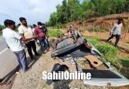 Car enroute Bhatkal overturns on Trasi NH-66; 3 hurt