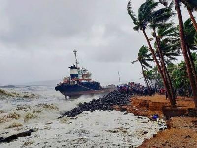 مہاراشٹر: طوفان 'نسرگ' کا قہر شروع، تیز ہواؤں سے کئی درخت زمیں دوز، بھگوان گنیش کا مندر غرقاب
