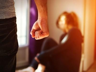 کرونا وائرس: لاک ڈاؤن کے باعث یورپ میں گھریلو تشدد کے خدشات