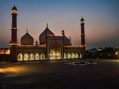 بہت پھیکی نظر آ رہی ہے عید ، سڑکوں پر نہ نمازیوں کی بھیڑ نہ محلوں میں رونقیں