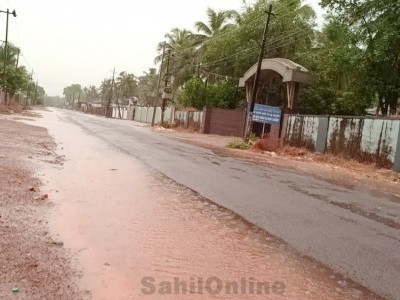 Clouds overcast Bhatkal beating summer heat; woman dies due to lightening strike in Kumta