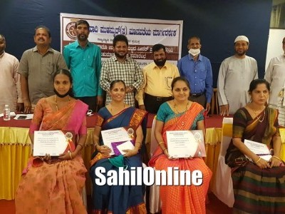 Essay competition on Seeratun Nabi ﷺ by JIH in Bhatkal; Prize distributed among winners