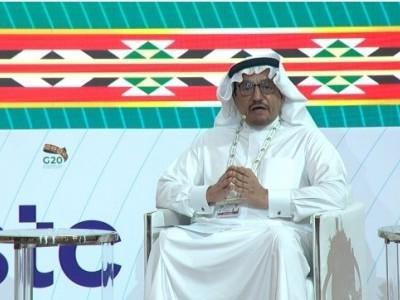 نصاب کو انتہا پسندی سے پاک کرنے لیے اس پرنظر ثانی کی گئی: سعودی وزیر تعلیم