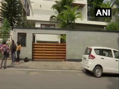 CBI raids residence of former Karnataka Minister Roshan Baig in IMA scam case