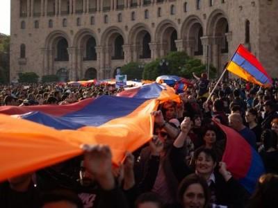آرمینیا میں حکومت مخالف مظاہرے، وزیر خزانہ مستعفی