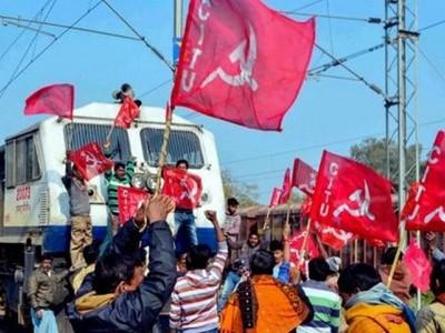 عام ہڑتال: مغربی بنگال میں کئی مقامات پر مظاہرین اور پولیس کے درمیان جھڑپ، ٹرین خدمات متاثر