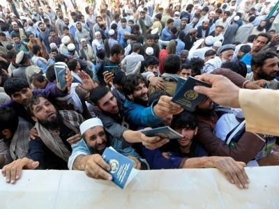 جلال آباد: پاکستان قونصل خانے کے قریب بھگدڑ، 15 افراد ہلاک