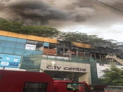 ممبئی کے شاپنگ مال میں شدید آگ لگنے کا واقعہ، ملحقہ عمارت سے 3500 افراد محفوظ نکالے گئے