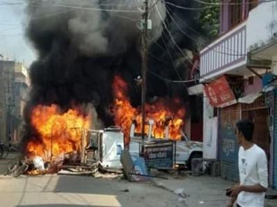 مونگیر: پولیس کارروائی کے خلاف گاڑیاں جلا کر احتجاج، ایس پی اور ڈی ایم برطرف