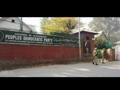 کشمیر: نئے اراضی قوانین کے خلاف پی ڈی پی کا احتجاج ناکام، دفتر بھی سیل