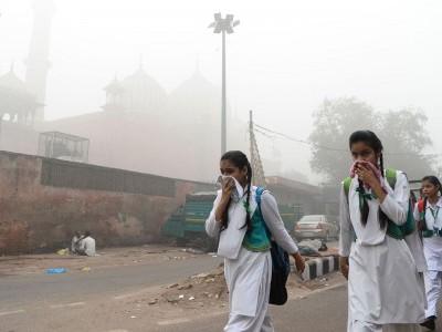 دہلی میں فضائی آلودگی 'انتہائی خراب' سے 'سنگین' زمرے میں داخل
